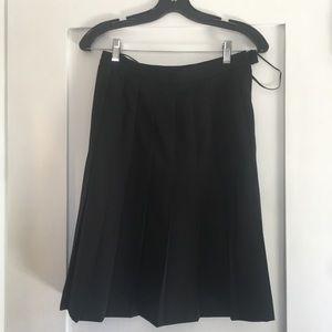 Pleaded knee length wool skirt